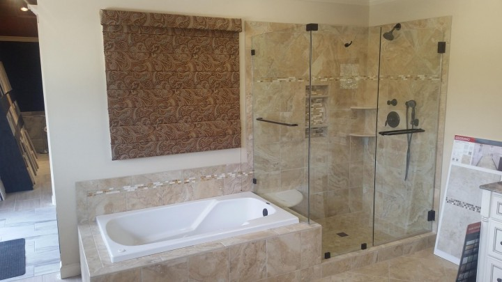 Raleigh-built-in-tub-framesless-shower