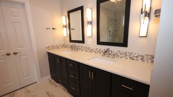 dark-cabinets-light-countertops
