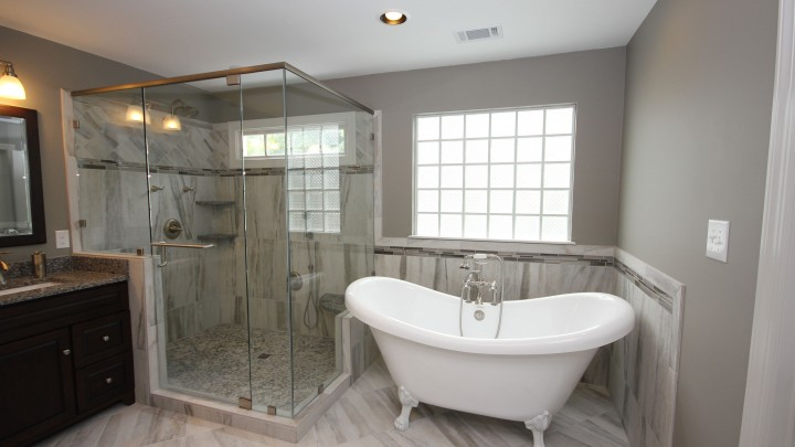 Clawfoot tub and frameless shower